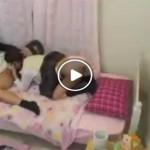 【無料媚薬AV動画】娘の友達に媚薬を飲ませてやっちゃった父親