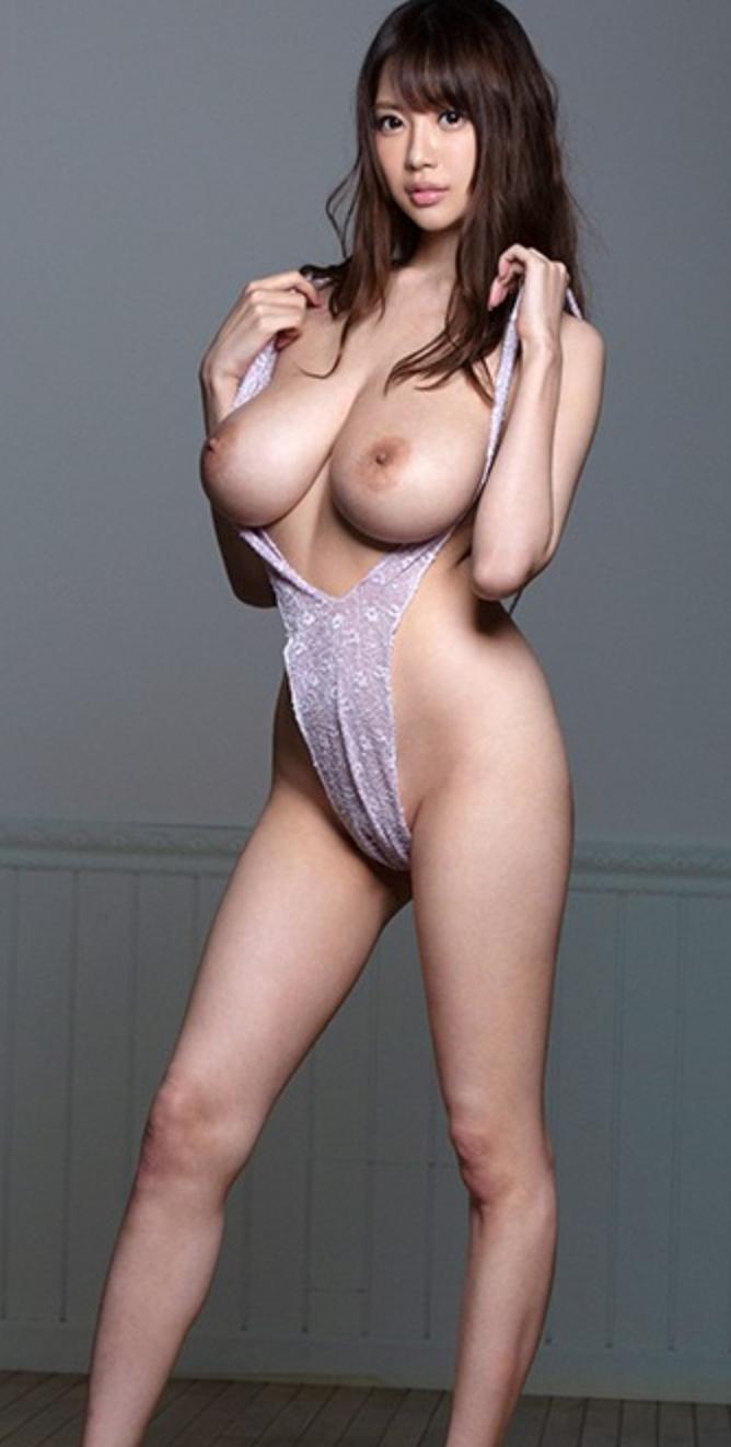 半裸の女性