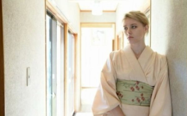 【無料動画レビュー】ニッポンのおもてなしをする老舗旅館の金髪若女将!!メロディー・雛・マークス!!